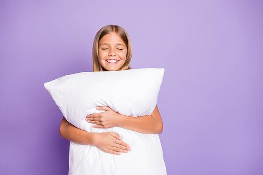 Happy girl with pillow_15%